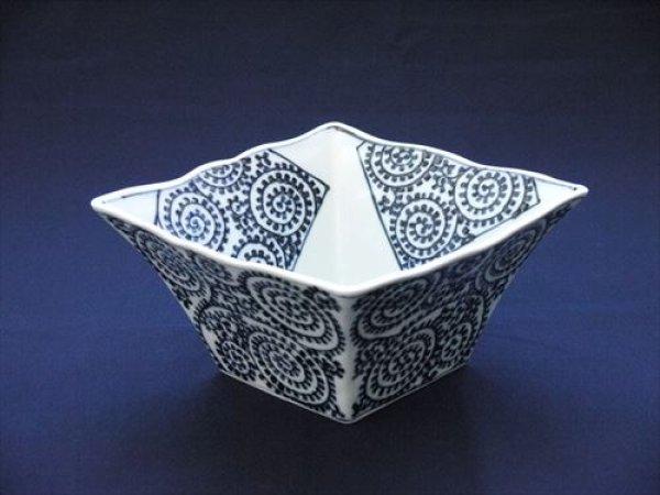 画像1: 有田焼/惣次郎窯/タコ唐草角鉢/一辺18cm・高さ10cm (1)
