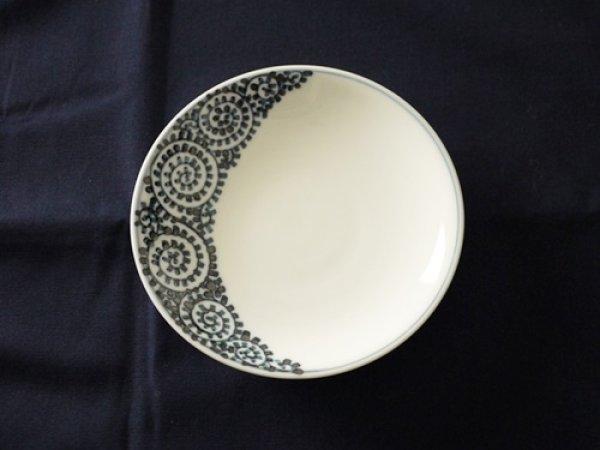 画像1: 有田焼/惣次郎窯/三日月タコ唐草5寸皿/15.7×2.5 (1)