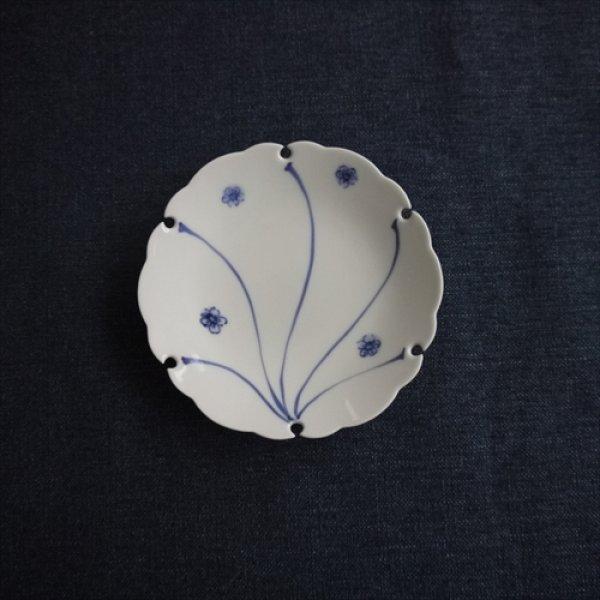 画像1: 有田焼/草山窯/雪輪6寸銘々皿 捻り梅/Φ15 (1)