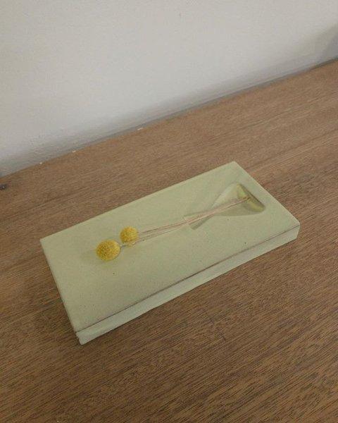 画像1: 常滑焼/わたなべ陶器/花休(はなやすめ)花器/レモン色/D2,2×W10,8×H22 (1)