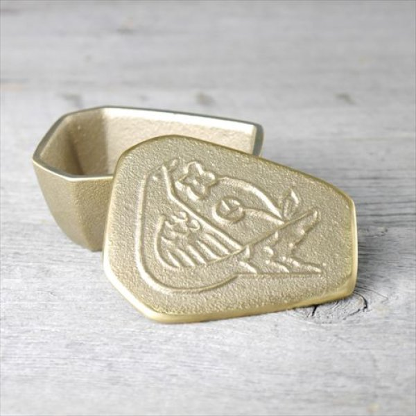 画像1: 富山/高岡銅器/高辻製作所小箱-鳥/真鍮/真鍮製/W8×D7×3.5×H3.5 (1)