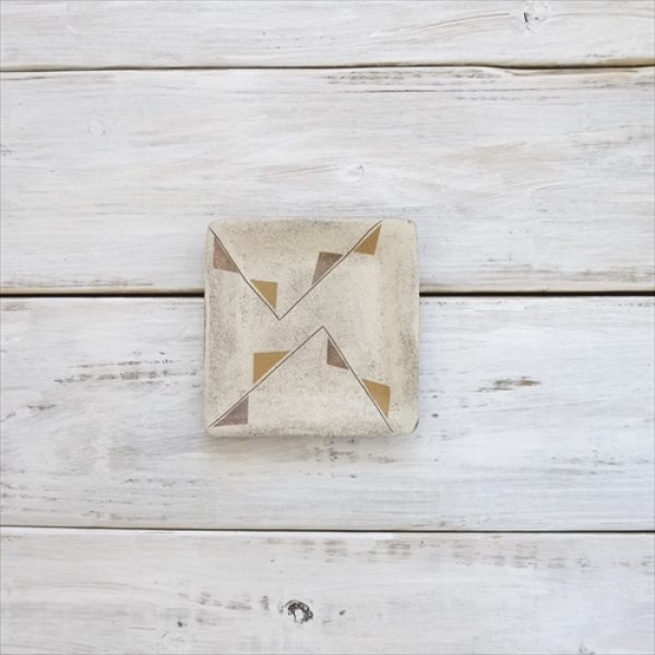 画像1: 丹波焼/悟窯 /幾何学模様 スクエアプレート(小)/Φ13cm H1.5cm (1)