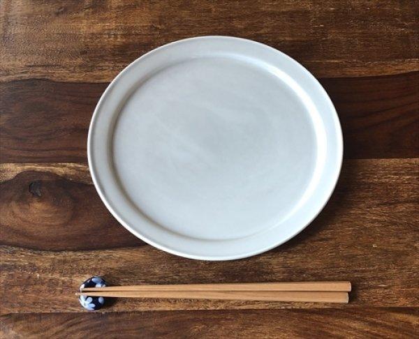 画像1: 愛知 瀬戸/双寿園/典型プレート グレーホワイト 8寸皿 Φ24×2.1 (1)
