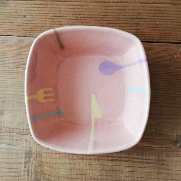 画像1: 愛知/柴田礼美/ミルキーウェア 角小鉢 ピンク・カトラリー柄/11角XH3.8 (1)