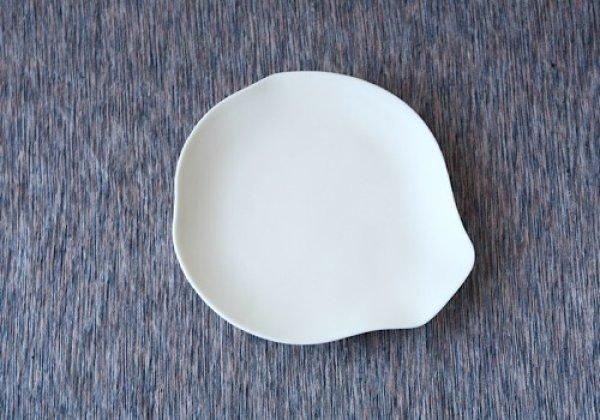 画像1: 東京/studiobwanji /マット 白磁 約16cm 皿 モクレン皿/16×14.7×H1.6 (1)